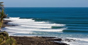 Sea swell at Manu Bay, Raglan, NZ