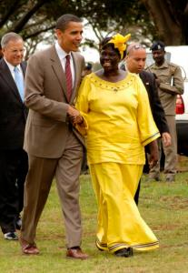 «Maathai and Obama in Nairobi» Source: Fredrick Onyango,  Nairobi, Kenya Wikipedia