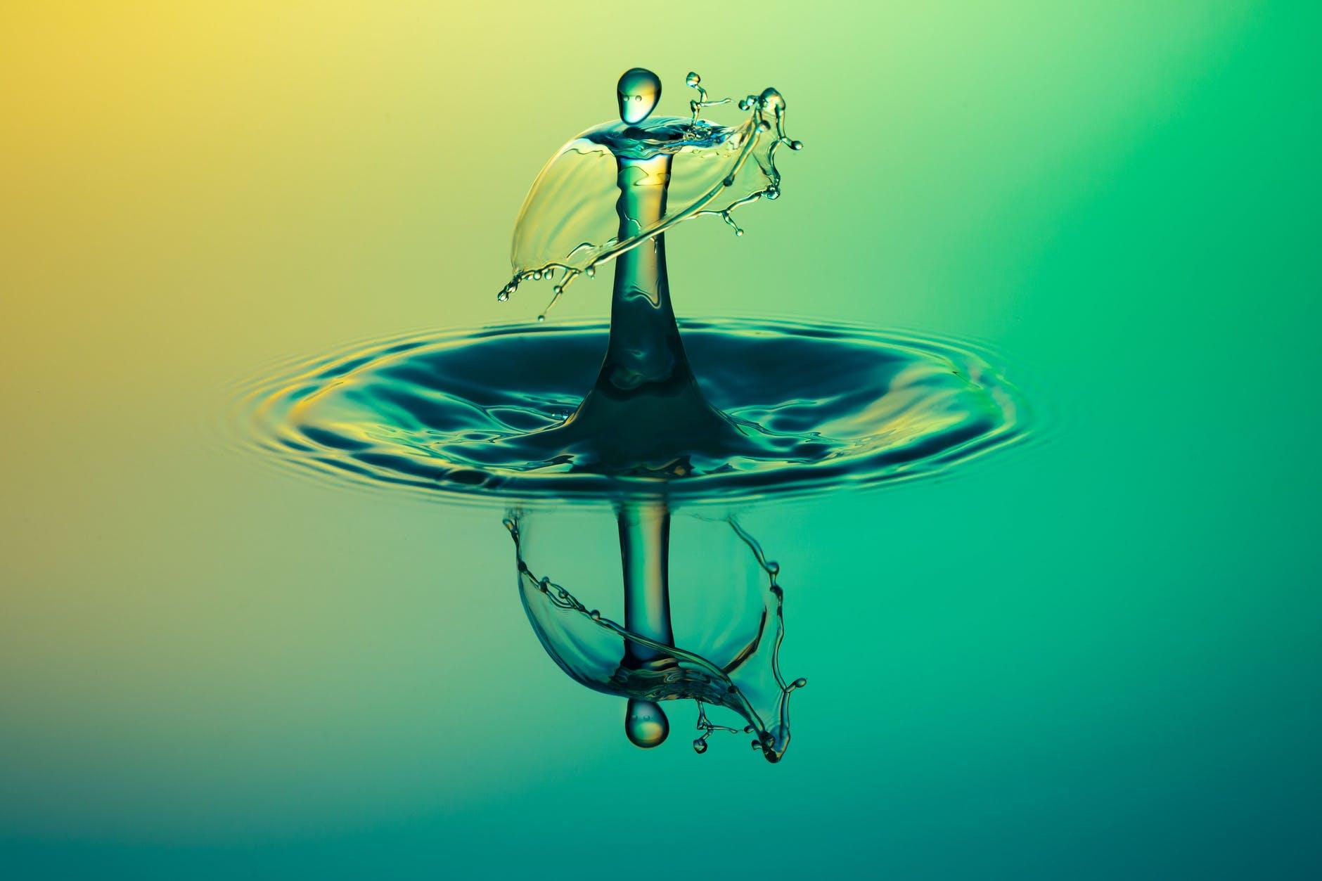 close up water drop photography